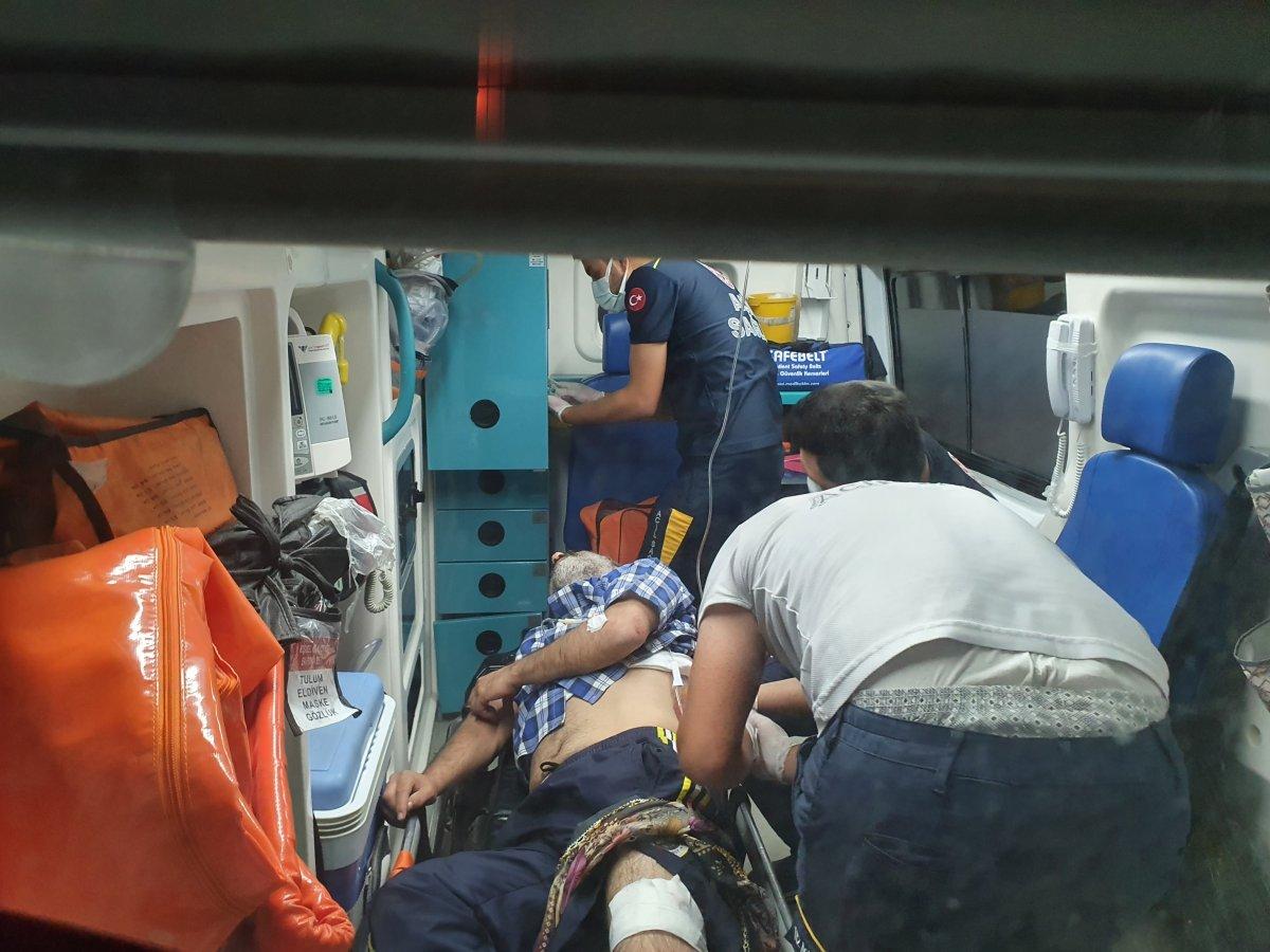 Adana da bir kişi üvey babasını sırtından ve bacağından bıçakladı #2