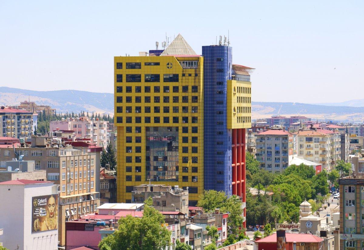 Kahramanmaraş taki renkli bina Kurban Bayramı'nda yıkılacak #5