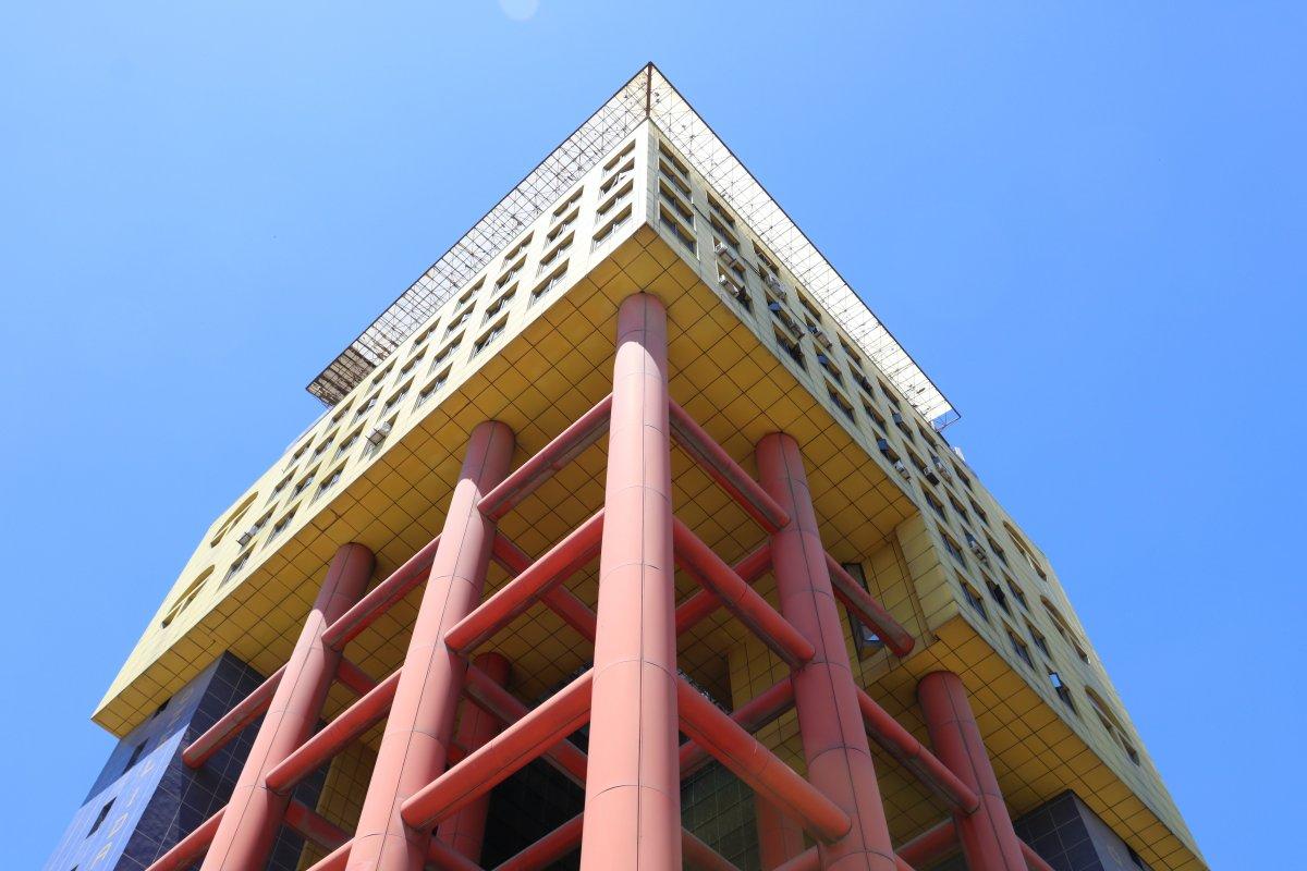 Kahramanmaraş taki renkli bina Kurban Bayramı'nda yıkılacak #2