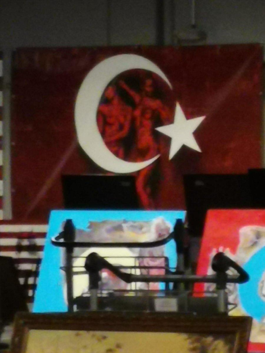 Almanya da Türk bayrağı üzerine çizim yapıldı #2