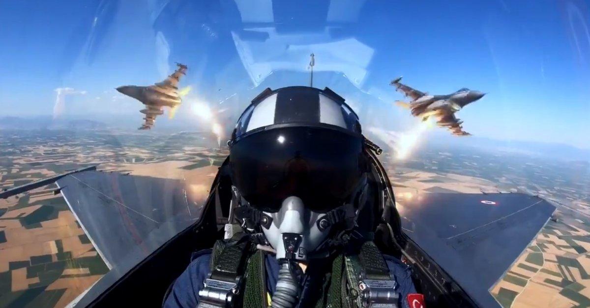 F-16 pilotlarının eğitim uçuşu nefes kesti  #1