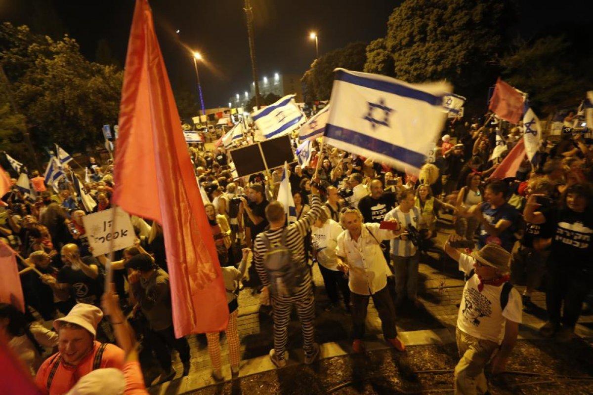 İsrailliler Netanyahu döneminin kapanışını kutladı #1