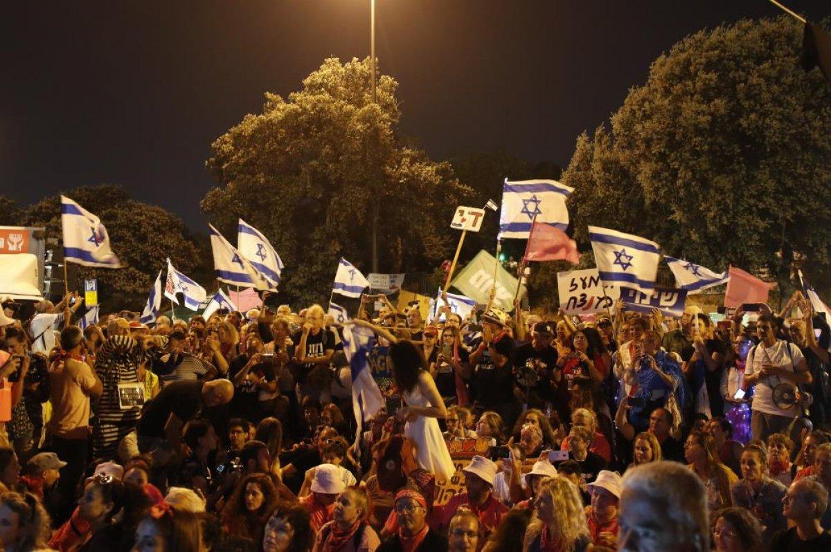 İsrailliler Netanyahu döneminin kapanışını kutladı #3