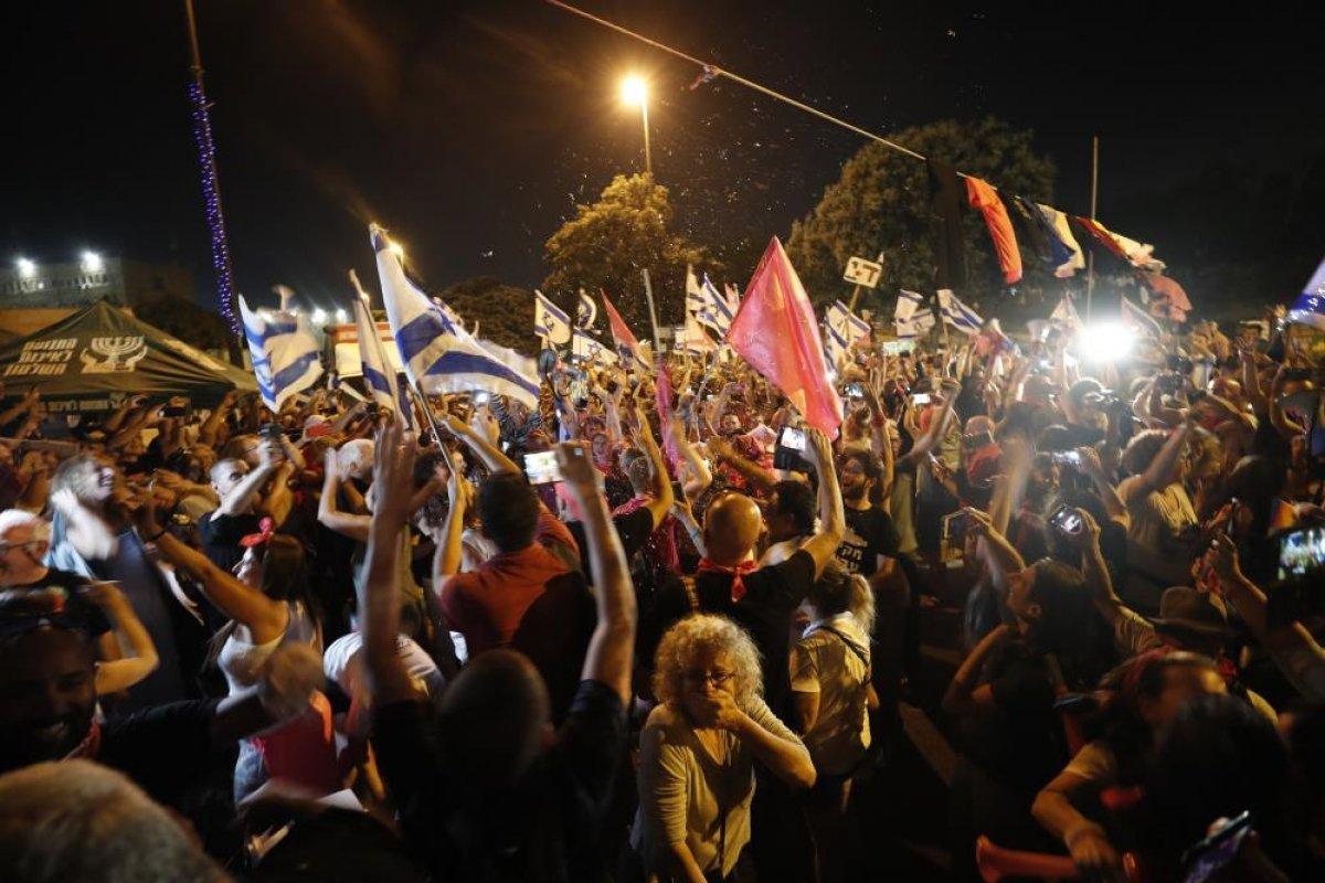 İsrailliler Netanyahu döneminin kapanışını kutladı #4