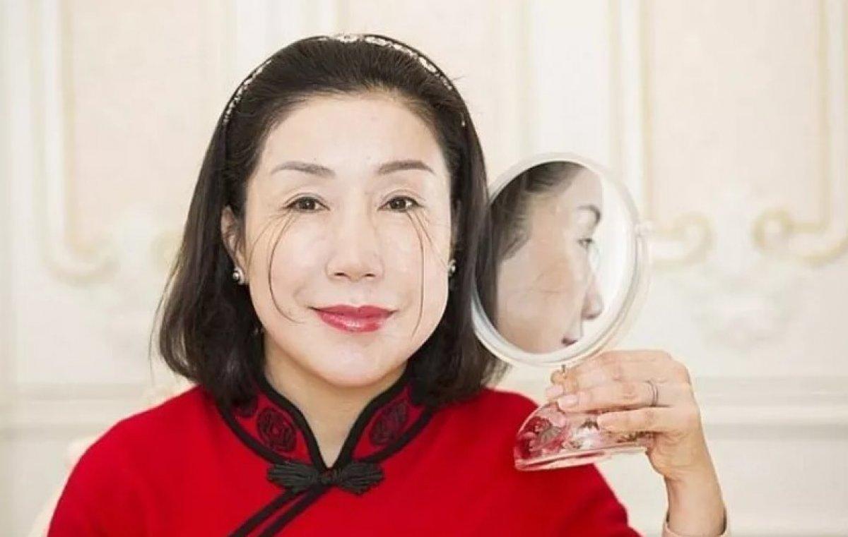 Çinli kadın kirpikleriyle ikinci kez dünya rekoru kırdı #3