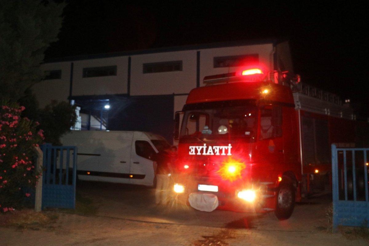 Antalya da fabrikadan sızan nitrik asit gökyüzünü turuncuya boyadı #5