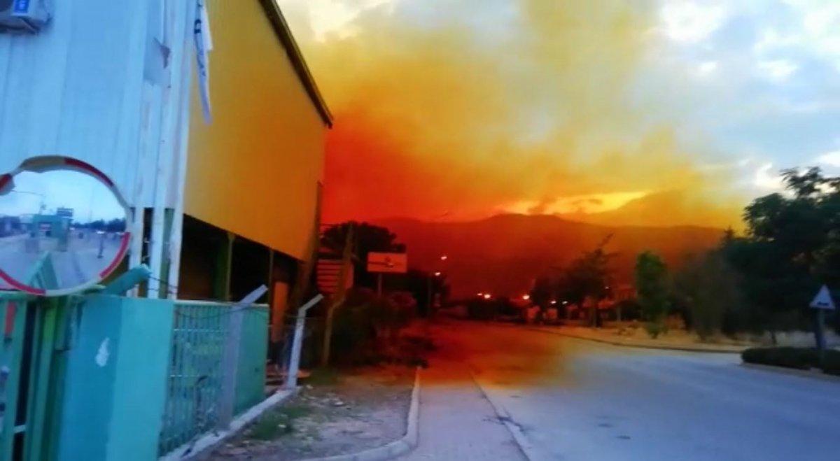 Antalya da fabrikadan sızan nitrik asit gökyüzünü turuncuya boyadı #1