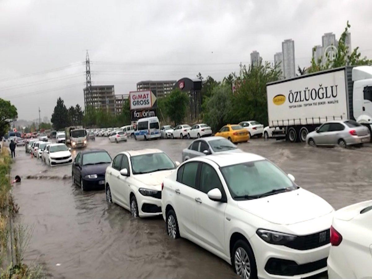 Ankara da sel sonrası araçlar su altında kaldı #5