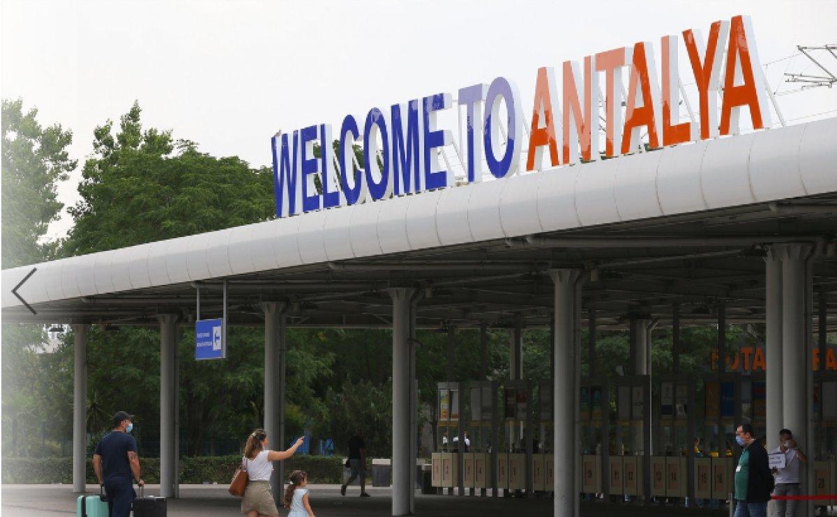 Antalya da hava yolu trafiği haziranda hareketlendi #6