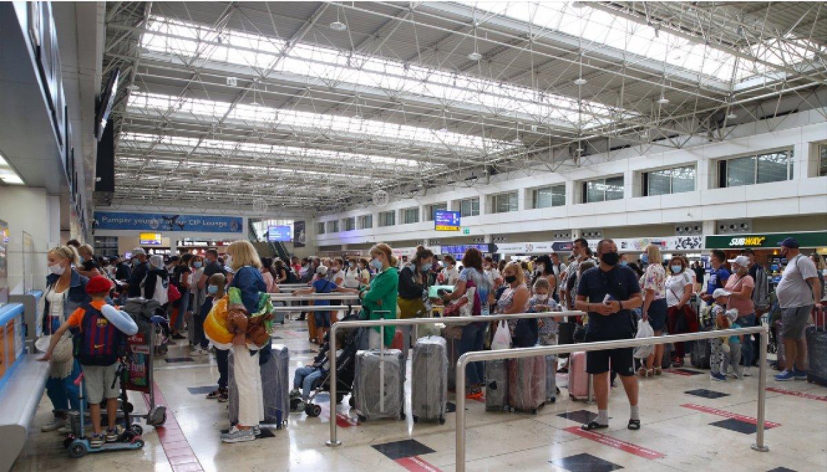 Antalya da hava yolu trafiği haziranda hareketlendi #2