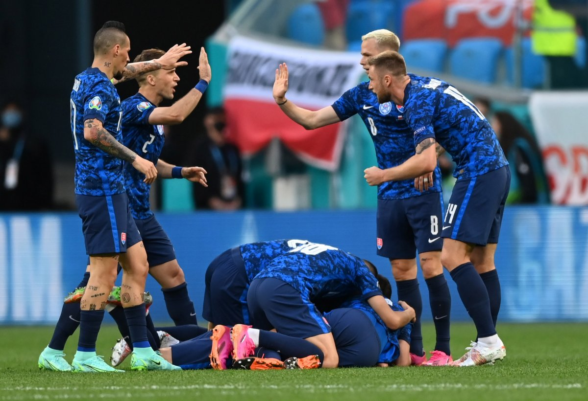 Slovakya, Polonya yı 2 golle mağlup etti #3
