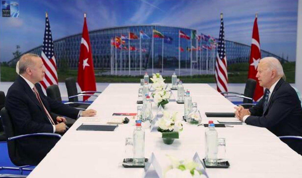 NATO Zirvesi nde Cumhurbaşkanı Erdoğan, Biden a kitap verdi #2