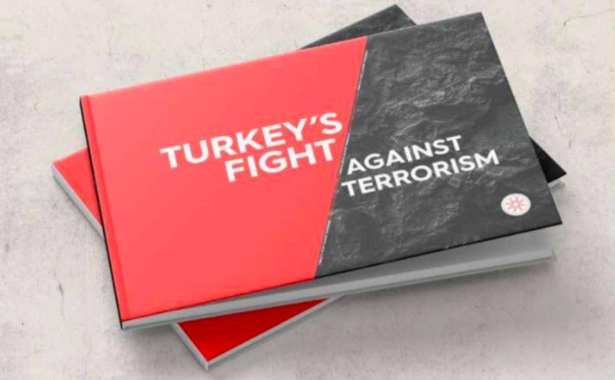 NATO Zirvesi nde Cumhurbaşkanı Erdoğan, Biden a kitap verdi #3