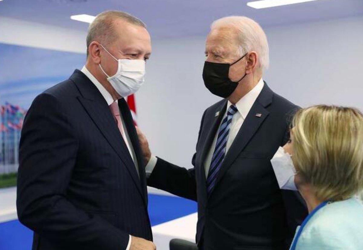 NATO Zirvesi nde Cumhurbaşkanı Erdoğan, Biden a kitap verdi #4