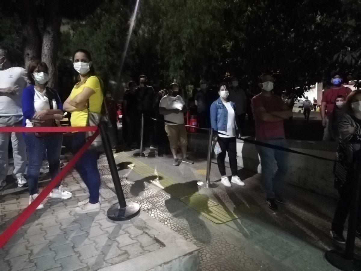 İzmir'de koronavirüs aşısına yoğun talep #4