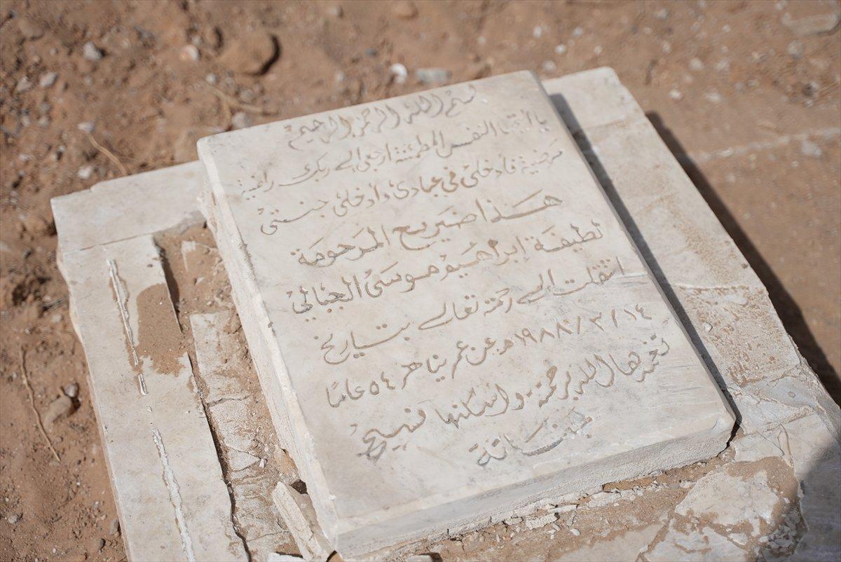 İsrail, Filistin de mezarlıkları hedef aldı #8