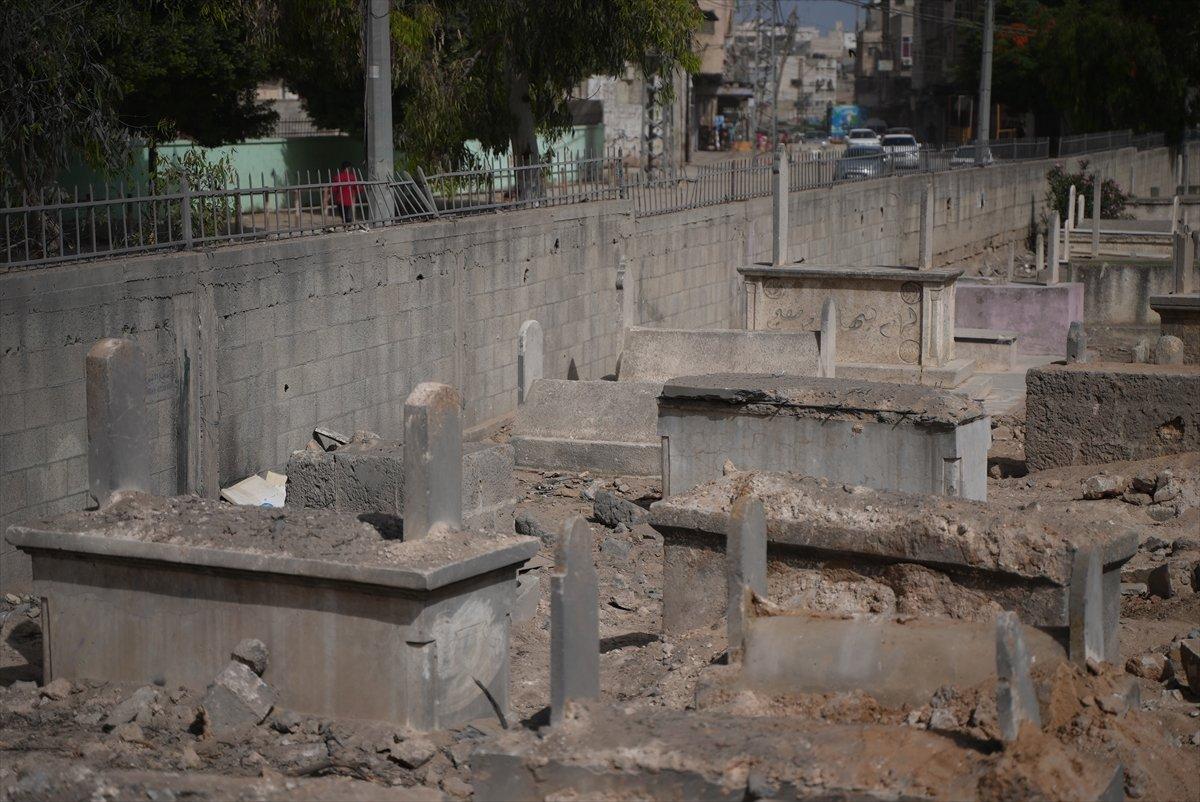 İsrail, Filistin de mezarlıkları hedef aldı #3
