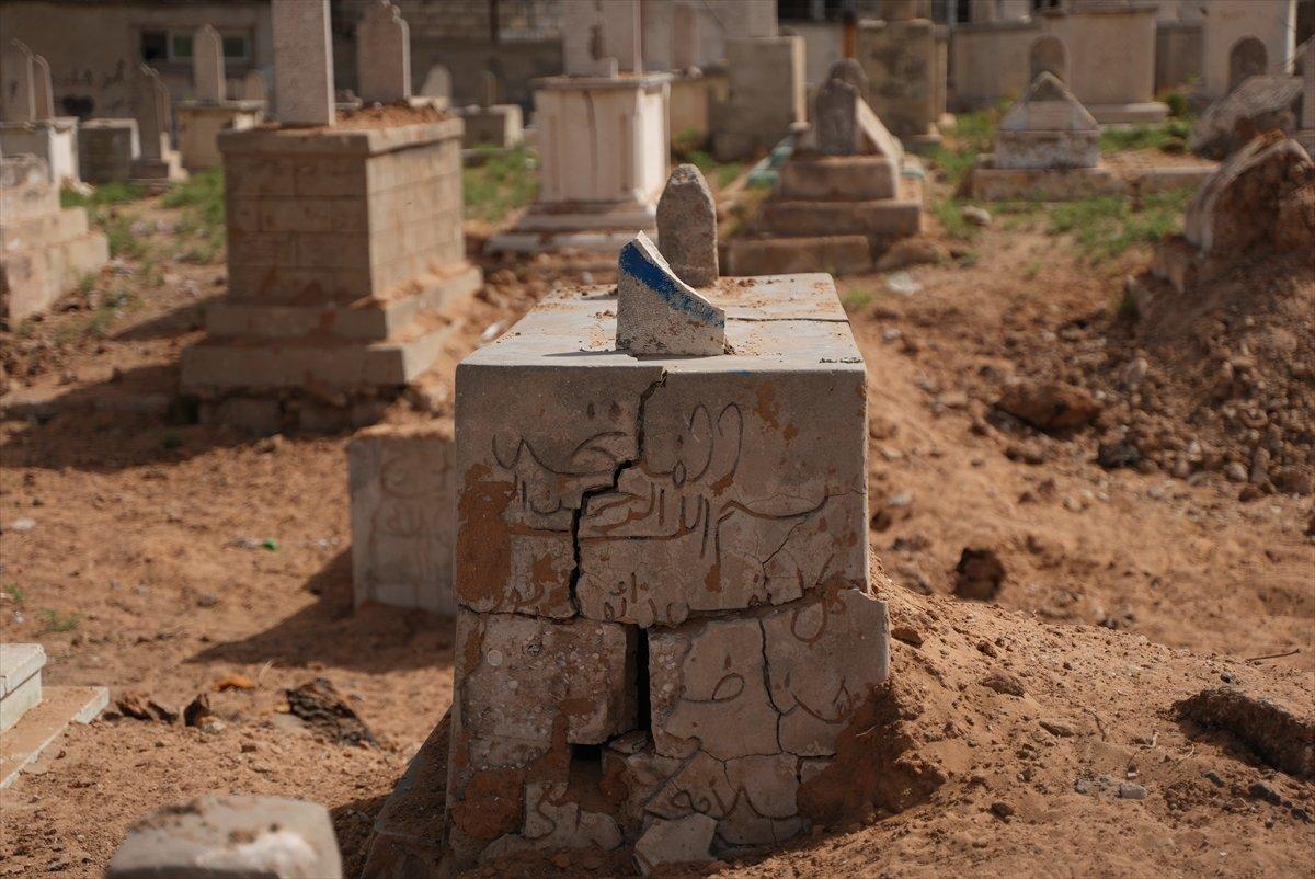 İsrail, Filistin de mezarlıkları hedef aldı #5