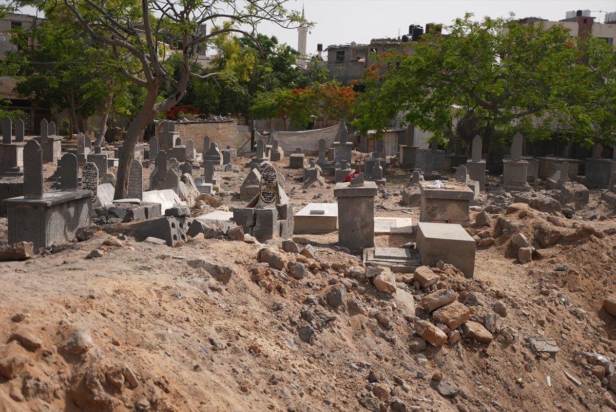 İsrail, Filistin de mezarlıkları hedef aldı #1