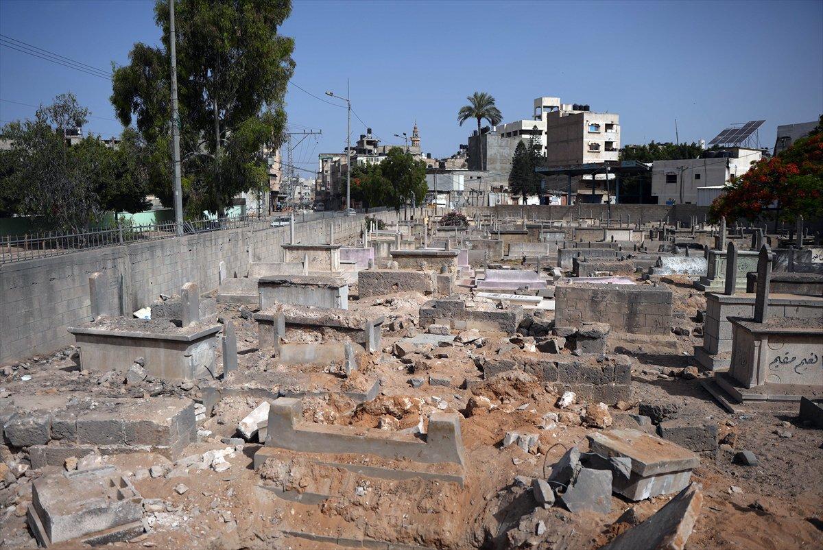 İsrail, Filistin de mezarlıkları hedef aldı #9