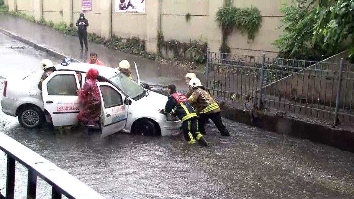 İstanbul da sağanak hayatı felç etti #5
