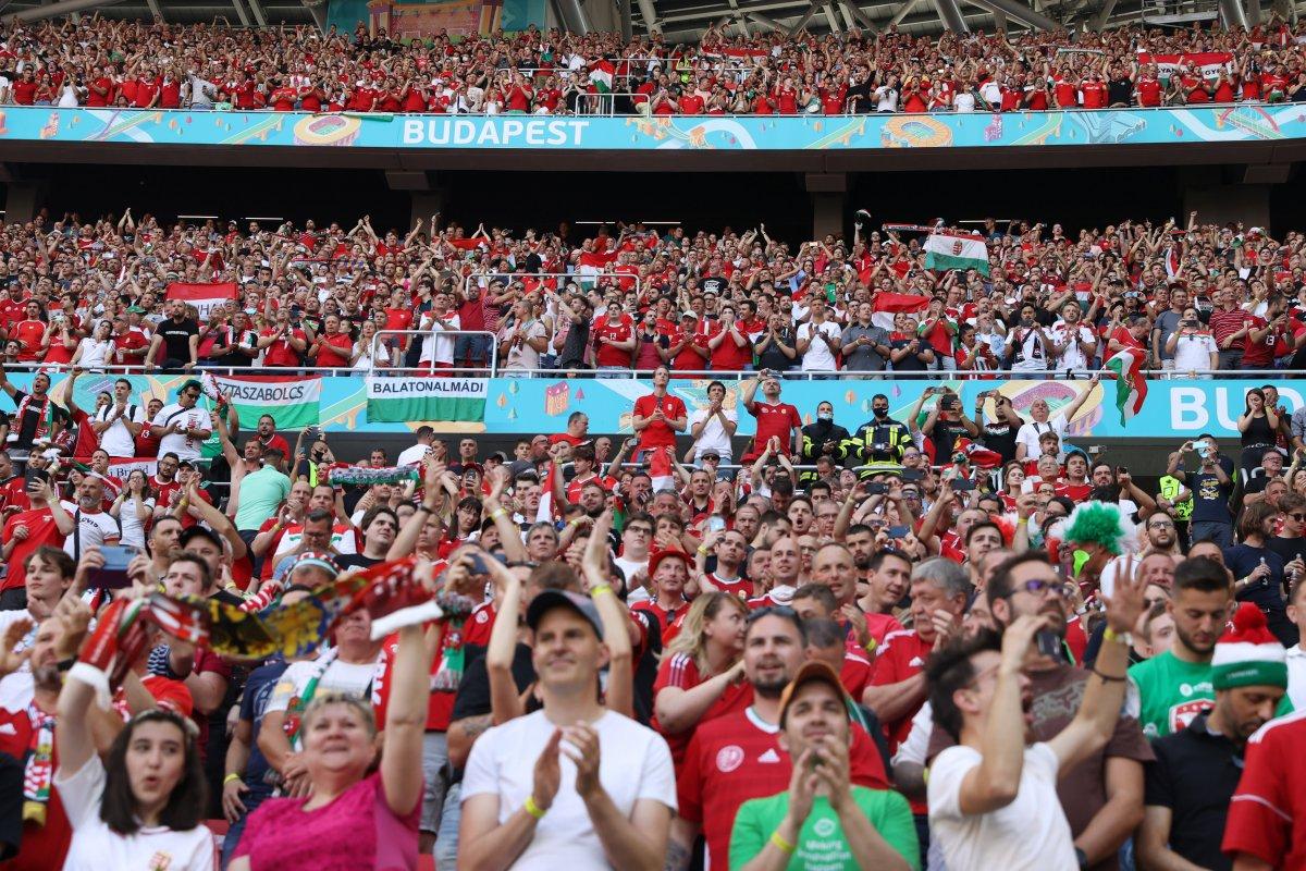 Macaristan-Portekiz maçında tribünlerde renkli görüntüler oluştu #1