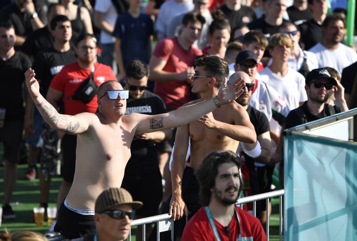 Macaristan-Portekiz maçında tribünlerde renkli görüntüler oluştu #7