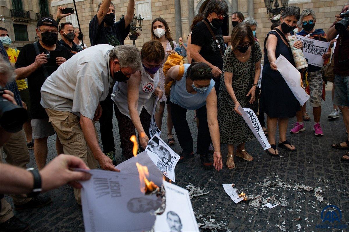 Katalonya da bağımsızlık yanlıları İspanya Kralı nın fotoğraflarını yaktı #4