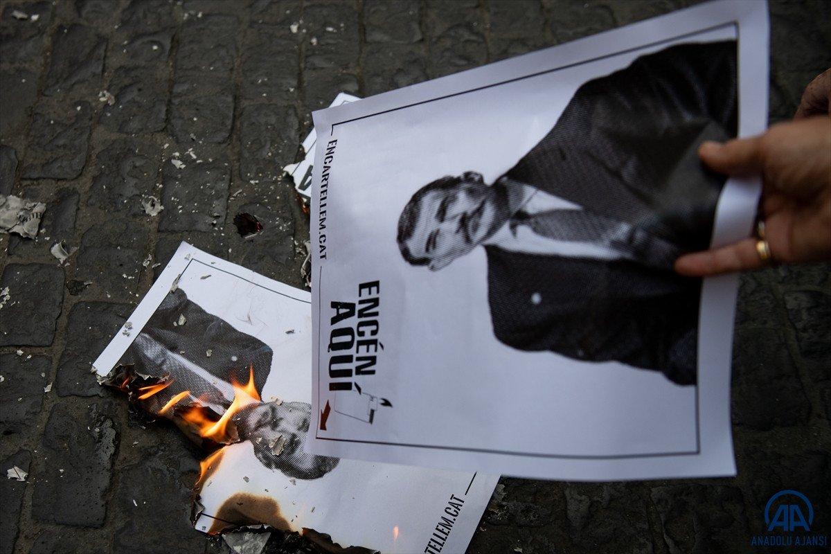 Katalonya da bağımsızlık yanlıları İspanya Kralı nın fotoğraflarını yaktı #3
