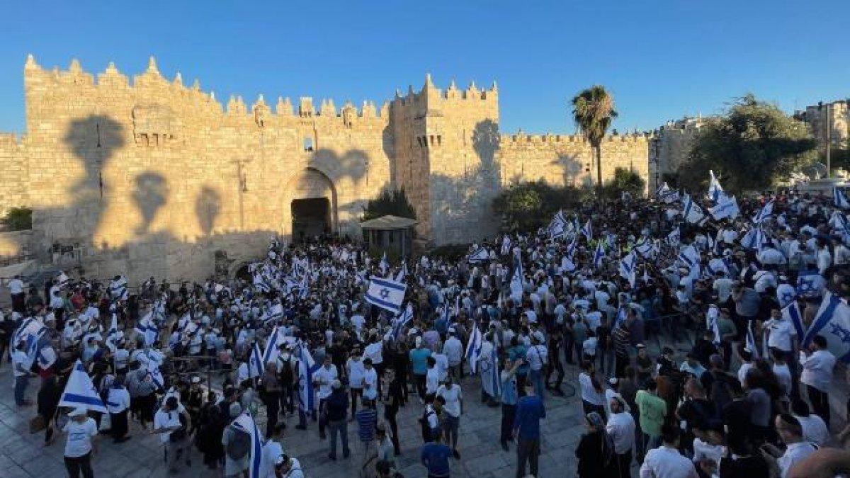 İsrail Dışişleri Bakanı ndan  bayrak yürüyüşü nde ırkçı slogan atanlara tepki #2