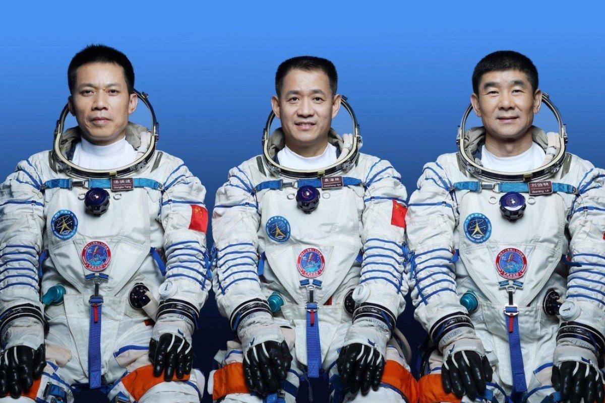 Çin, kendi uzay istasyonuna göndereceği astronot ekibini tanıttı #1