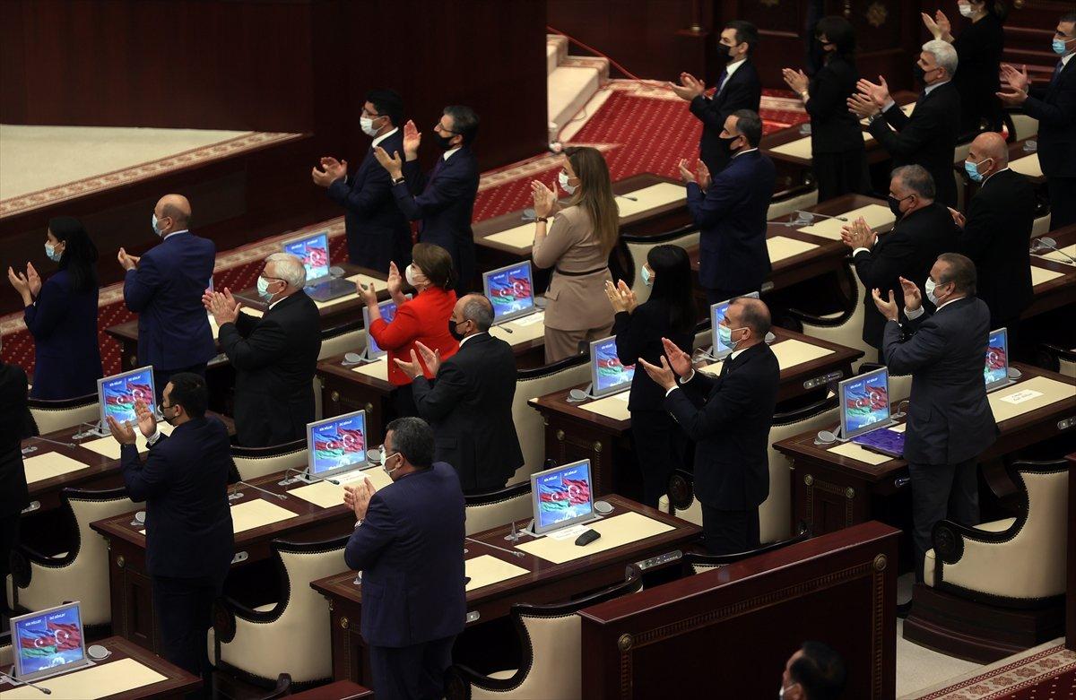 Cumhurbaşkanı Erdoğan ın okuduğu şiiri Azerbaycan milletvekilleri ayakta alkışladı #5