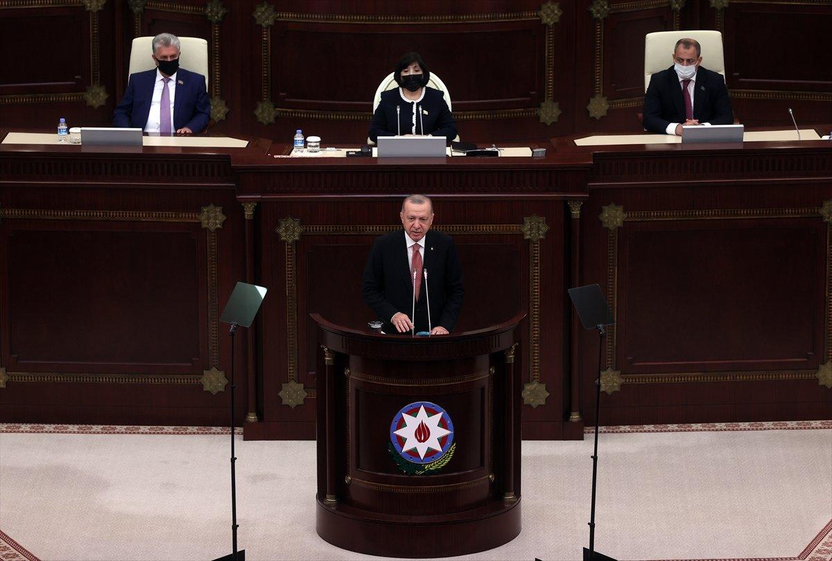 Cumhurbaşkanı Erdoğan ın okuduğu şiiri Azerbaycan milletvekilleri ayakta alkışladı #2