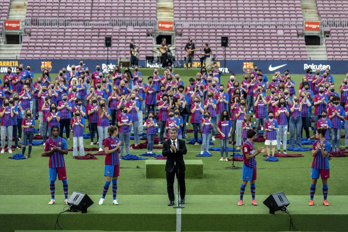 Barcelona yeni sezonun formalarını tanıttı #2