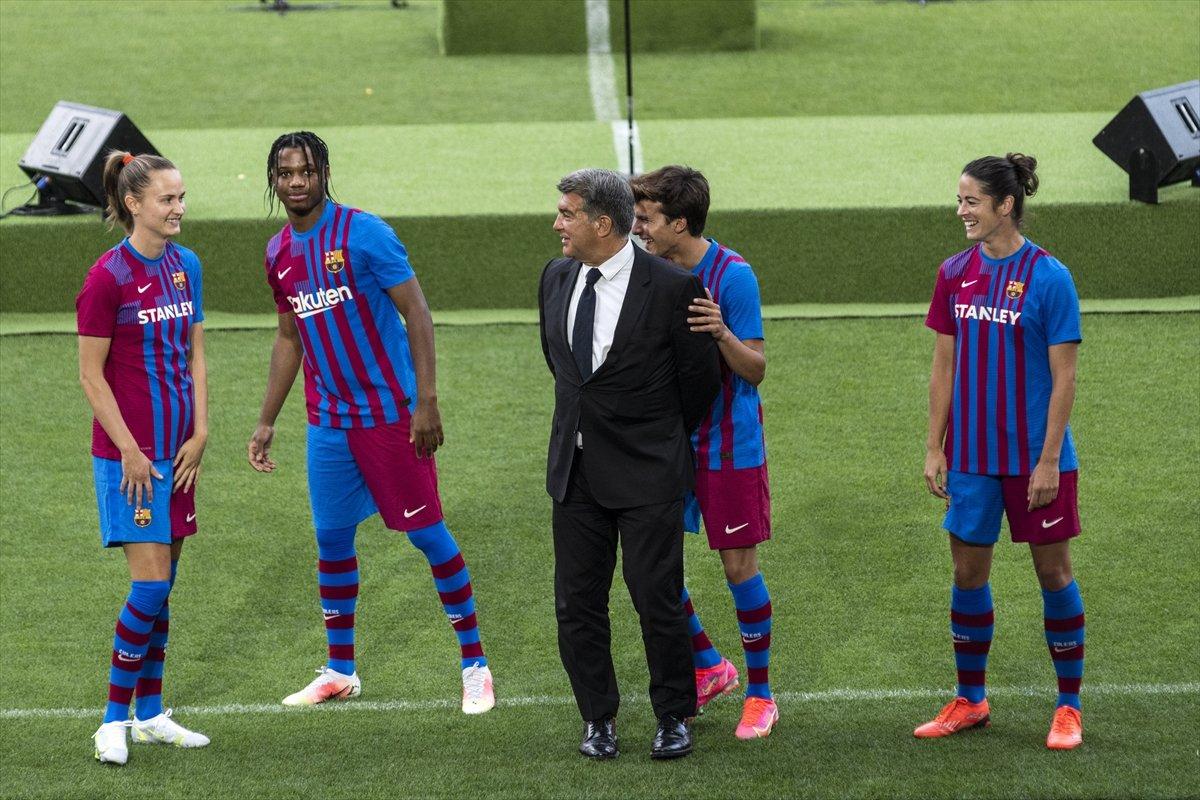 Barcelona yeni sezonun formalarını tanıttı #3