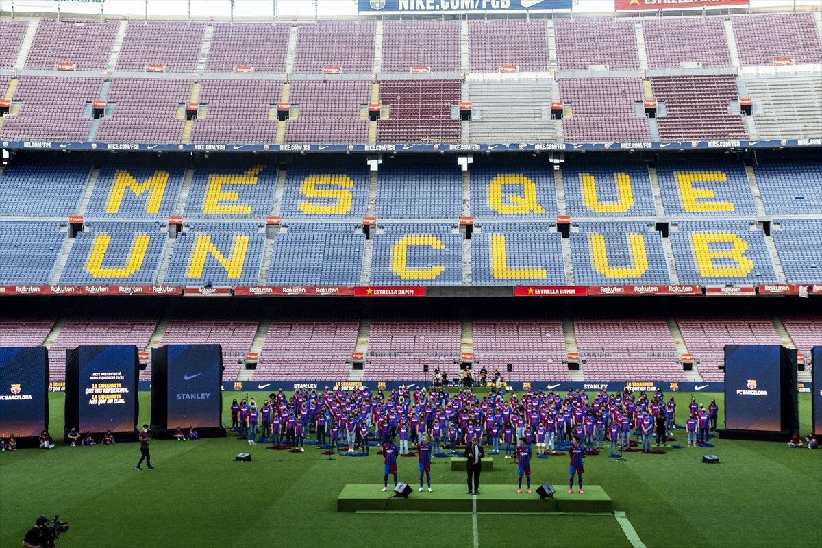 Barcelona yeni sezonun formalarını tanıttı #1