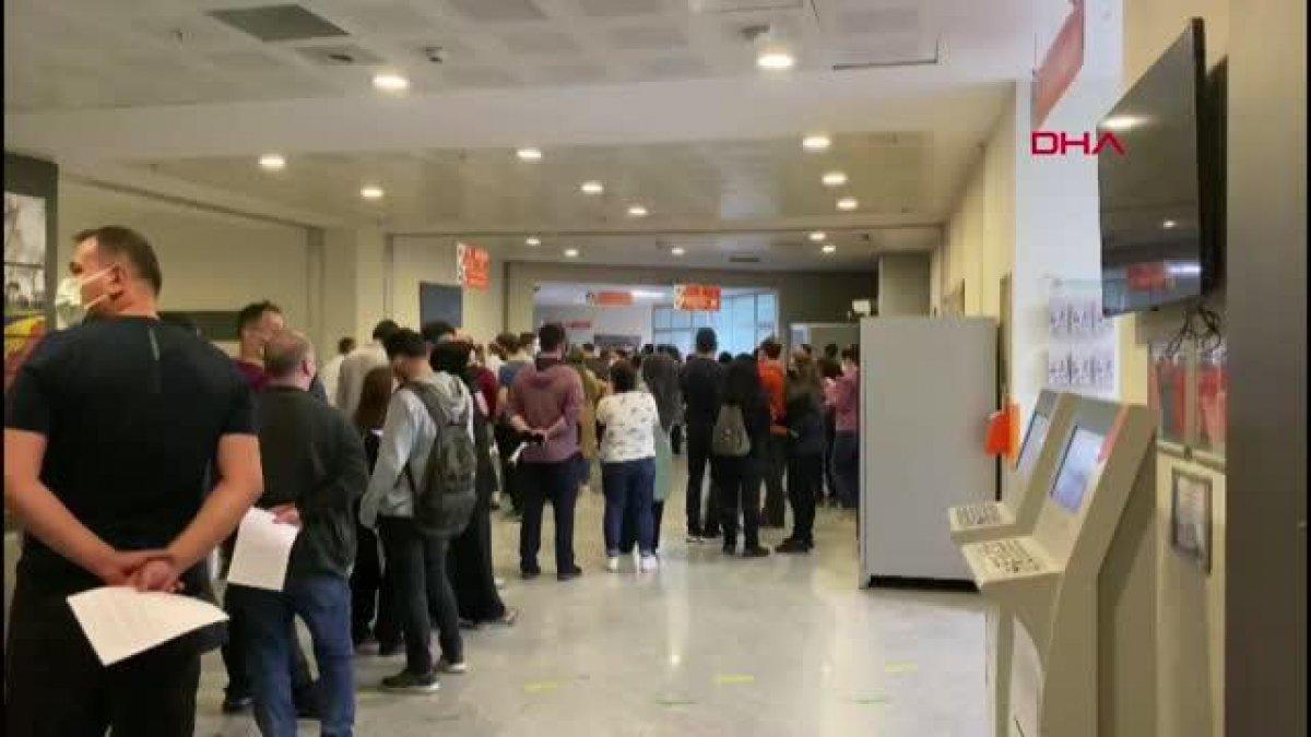 İstanbul da aşı için uzun kuyruklar oluştu  #3