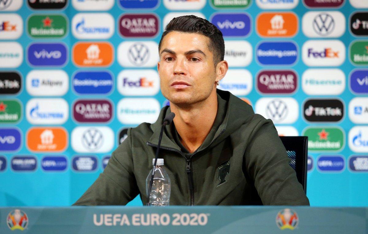 Ronaldo nun kola tepkisinin maliyeti, 4 milyar dolar #1