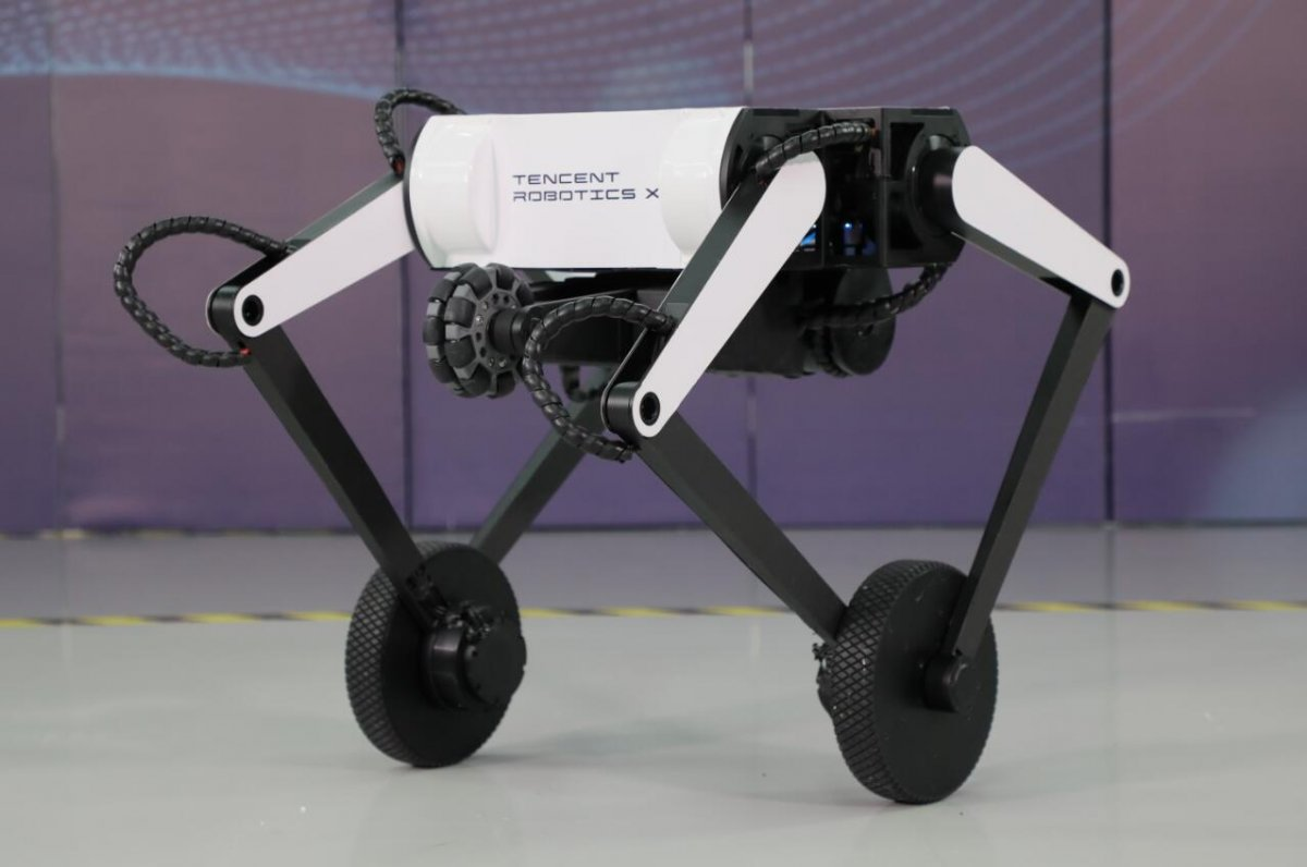 Havada ters takla atan robot köpek: Ollie #1