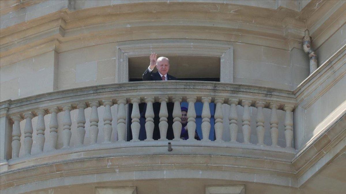 Cumhurbaşkanı Erdoğan, Türk taraftarı selamladı #3
