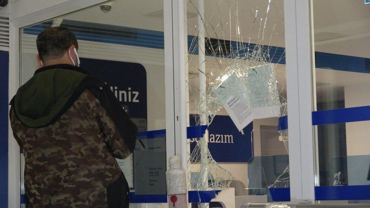 Bursa da bir bankanın camını kırarak içeri giren hırsızlar 200 lira çaldı #1