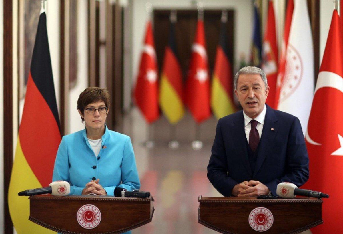 Hulusi Akar, Almanya Savunma Bakanı ile görüştü #1