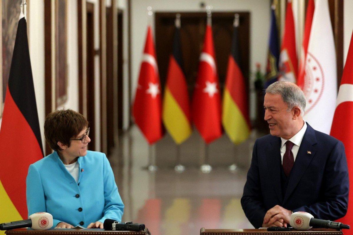 Hulusi Akar, Almanya Savunma Bakanı ile görüştü #2