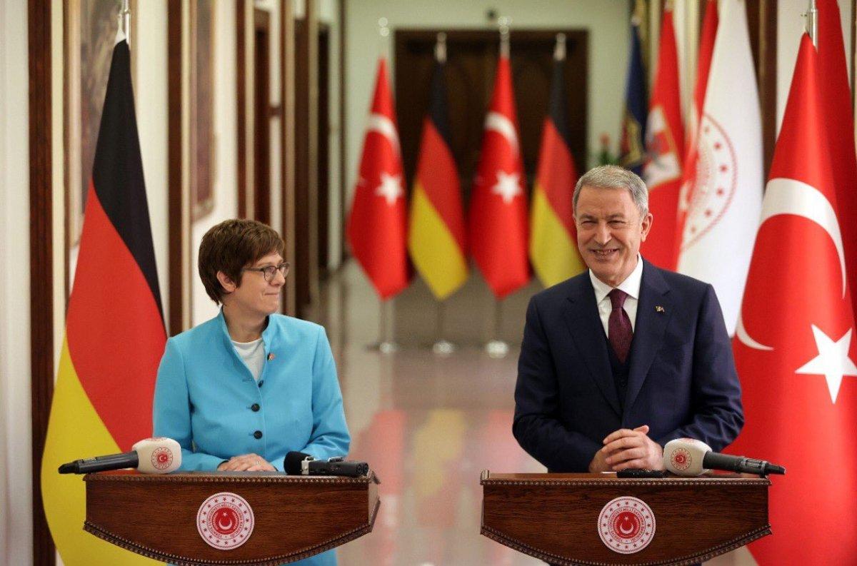 Hulusi Akar, Almanya Savunma Bakanı ile görüştü #3