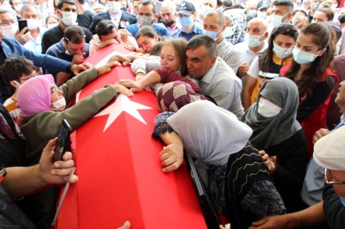 Şehit polis Ercan Yangöz son yolculuğuna uğurlandı #8