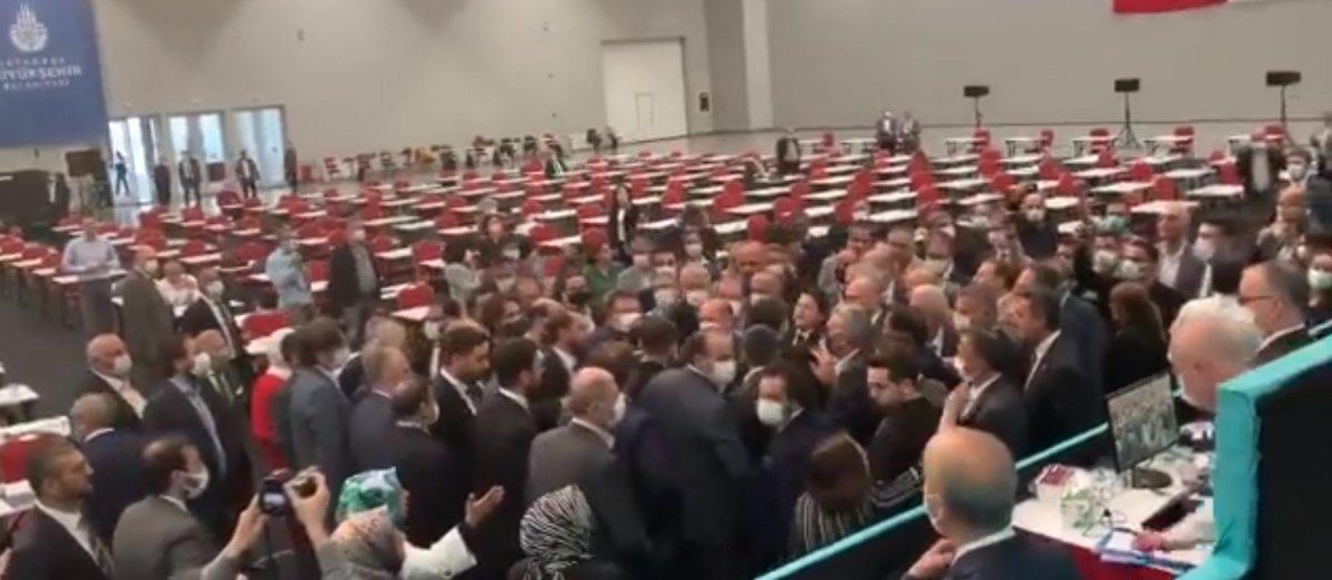 İBB Meclis te CHP nin 15 Temmuz iddiası gerginliğe neden oldu #6