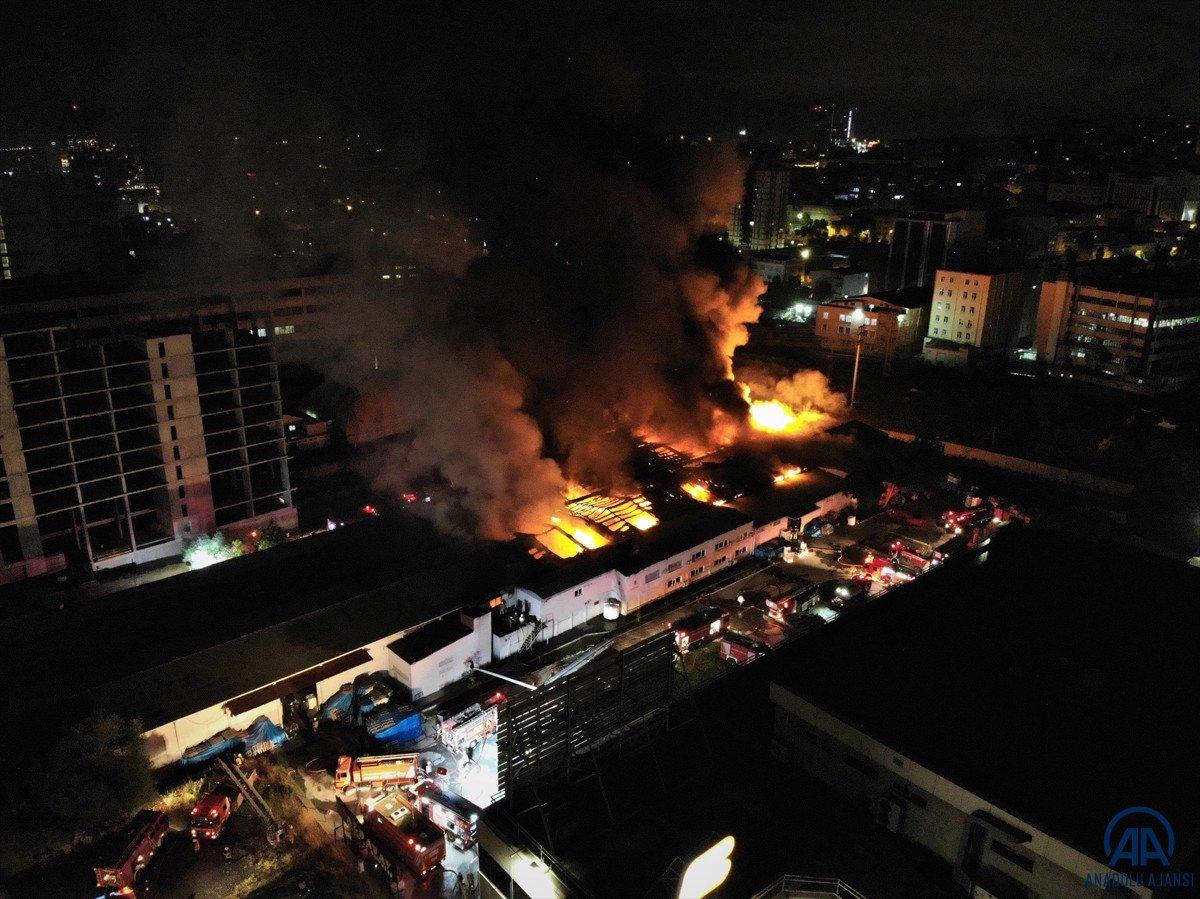 Küçükçekmece de kağıt ambalaj fabrikasında yangın #9