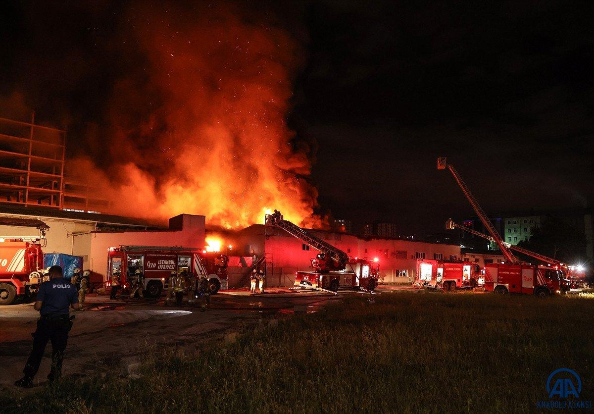 Küçükçekmece de kağıt ambalaj fabrikasında yangın #6