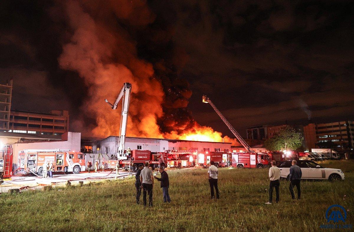 Küçükçekmece de kağıt ambalaj fabrikasında yangın #7