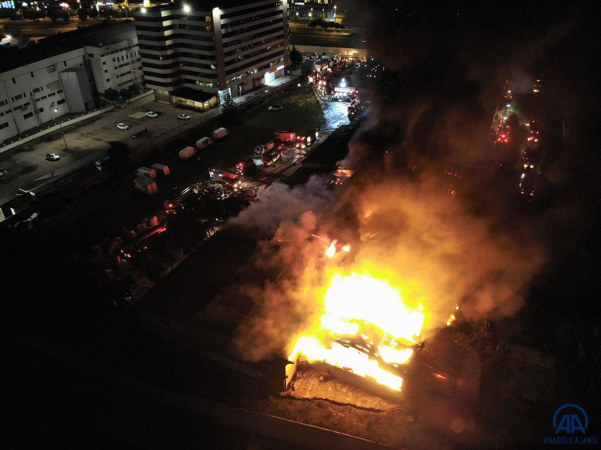 Küçükçekmece de kağıt ambalaj fabrikasında yangın #11
